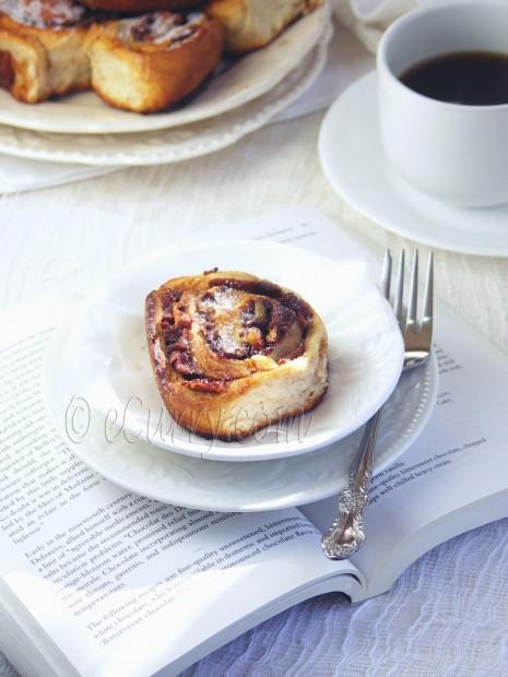 Caramelized Apple Walnut Cinnamon Rolls | eCurry - The Recipe Blog