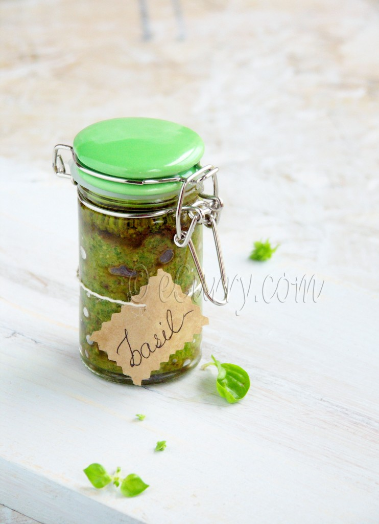 Vegan Basil Pesto, esy basil pesto recipe, how to make basil pesto, preserving summer, preserving basil, fresh basil recipe, making pesto
