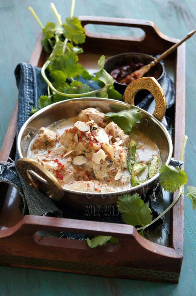 murgh badami: curried chicken in almond sauce