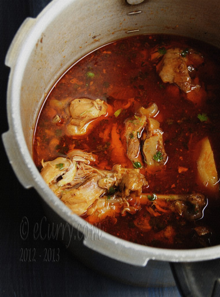 Chicken Curry - Robibar er Murgir Jhol
